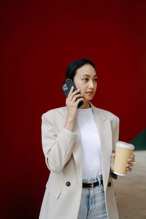 Ingyenes stockfotó áll, álló, beszél telefonon témában