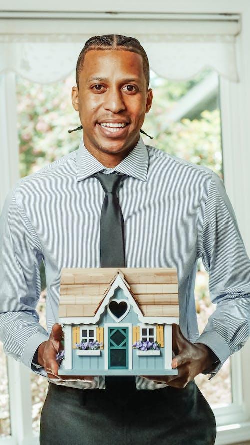 Kostenloses Stock Foto zu afroamerikanischer mann, agent, eigentum