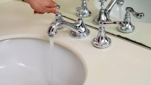 Gratis lagerfoto af flyde, håndvask, sænkning