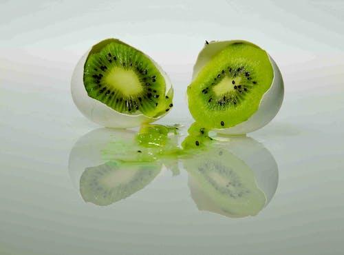 多汁的, 奇异果, 綠色, 蛋壳 的 免费素材照片