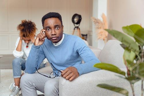 Gratis lagerfoto af afroamerikansk, alvorlige, bekymret
