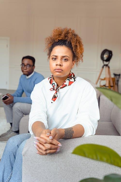 アフリカ系アメリカ人, イライラ, ソファの無料の写真素材