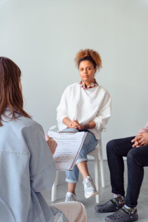 Kostenloses Stock Foto zu anbieter für psychische gesundheit, berater, bewertung