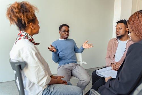 Kostenloses Stock Foto zu afroamerikaner, anbieter für psychische gesundheit, beratung