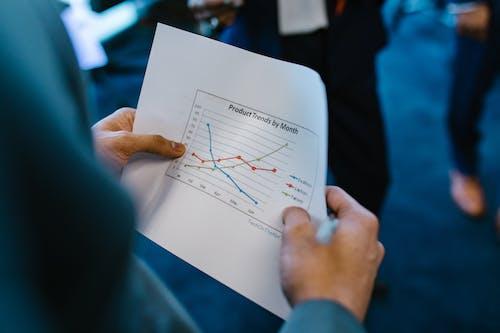 Gratis arkivbilde med diagram, graf, hender