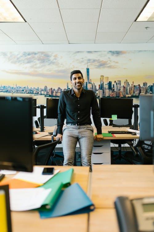 Fotos de stock gratuitas de empresario, escritorio, feliz