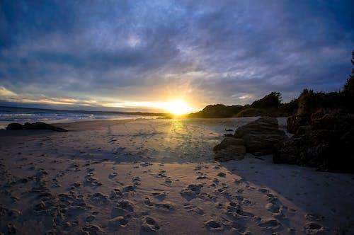Δωρεάν στοκ φωτογραφιών με άμμος, δύση του ηλίου, παραλία, ωκεανός
