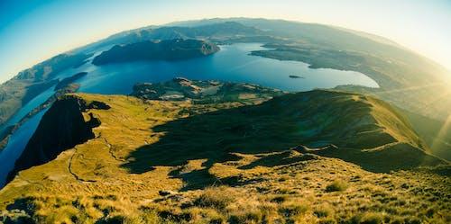 Δωρεάν στοκ φωτογραφιών με βουνά, βουνοκορφή, γρασίδι, γραφικός