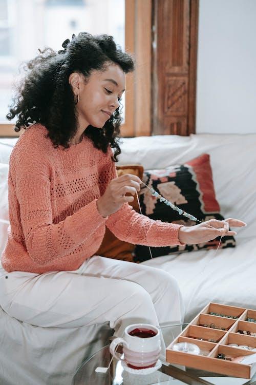 Gratis stockfoto met Afro-Amerikaanse vrouw, ambacht, anders