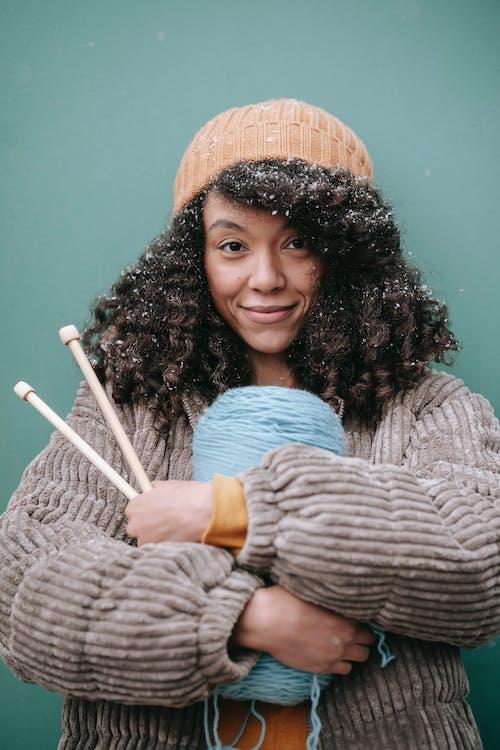 Základová fotografie zdarma na téma afro, afroameričanka, bunda