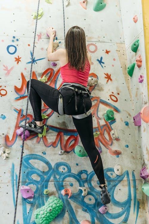 Безкоштовне стокове фото на тему «активний одяг, альпінізм, вертикальні постріл»