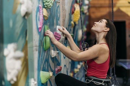 Безкоштовне стокове фото на тему «альпінізм, альпініст, вид збоку»