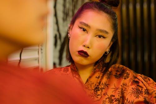 Foto stok gratis Asia, dalam ruangan, dewasa