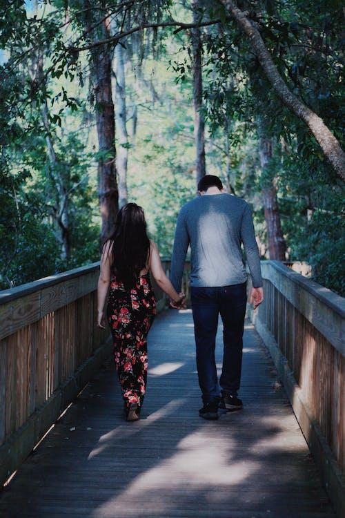 Darmowe zdjęcie z galerii z las, miłość, para, zaręczyny