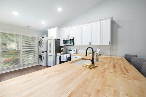 Бесплатное стоковое фото с бытовая техника, в помещении, деревянный