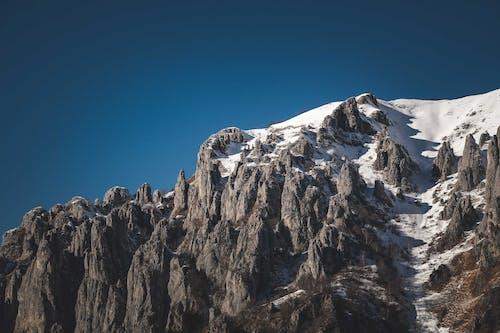 Fotos de stock gratuitas de acantilado, al aire libre, alpinismo