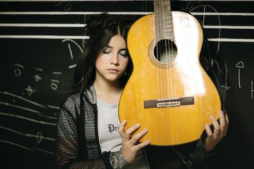 原聲吉他, 女人, 年輕 的 免費圖庫相片