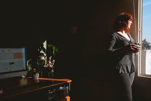 Kostenloses Stock Foto zu becher, betrachtung, denken