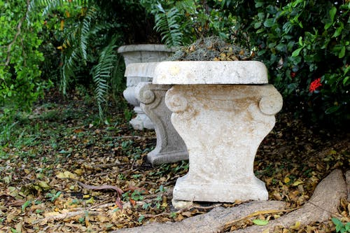 Fotobanka sbezplatnými fotkami na tému lavička, tesané kamene, záhrada