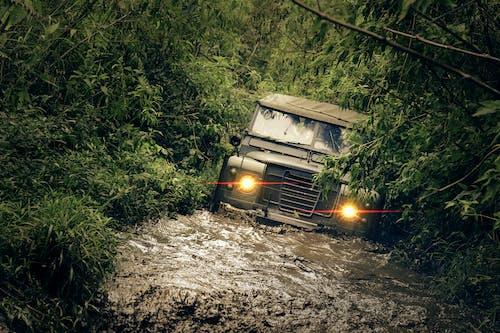 Základová fotografie zdarma na téma 4x4, automobil, bahnitý, bouře