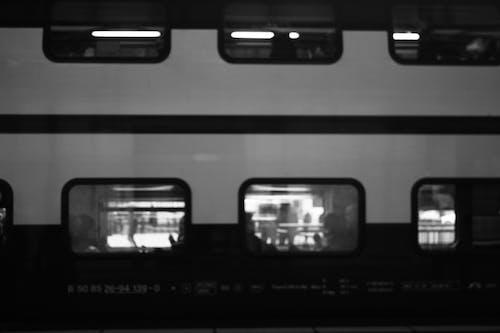 中心站, 火車站, 黑白攝影, 黑與白 的 免费素材照片
