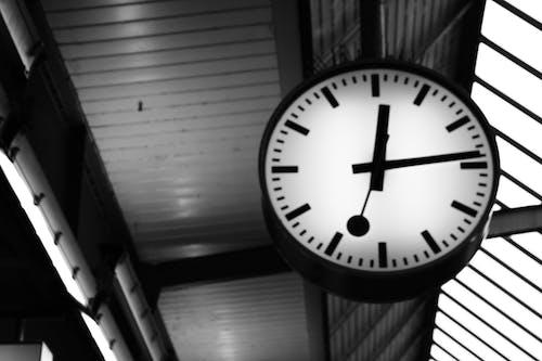 Ilmainen kuvapankkikuva tunnisteilla aika, mustavalkoinen, mustavalkovalokuvaus, päärautatieasema
