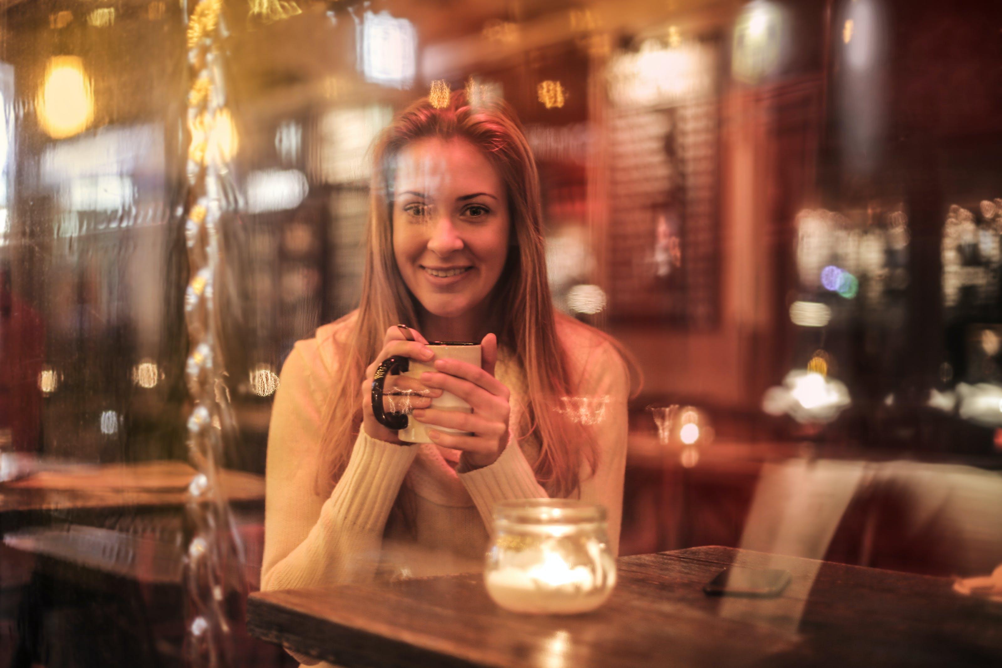 Gratis lagerfoto af bar, blond, drink, glas