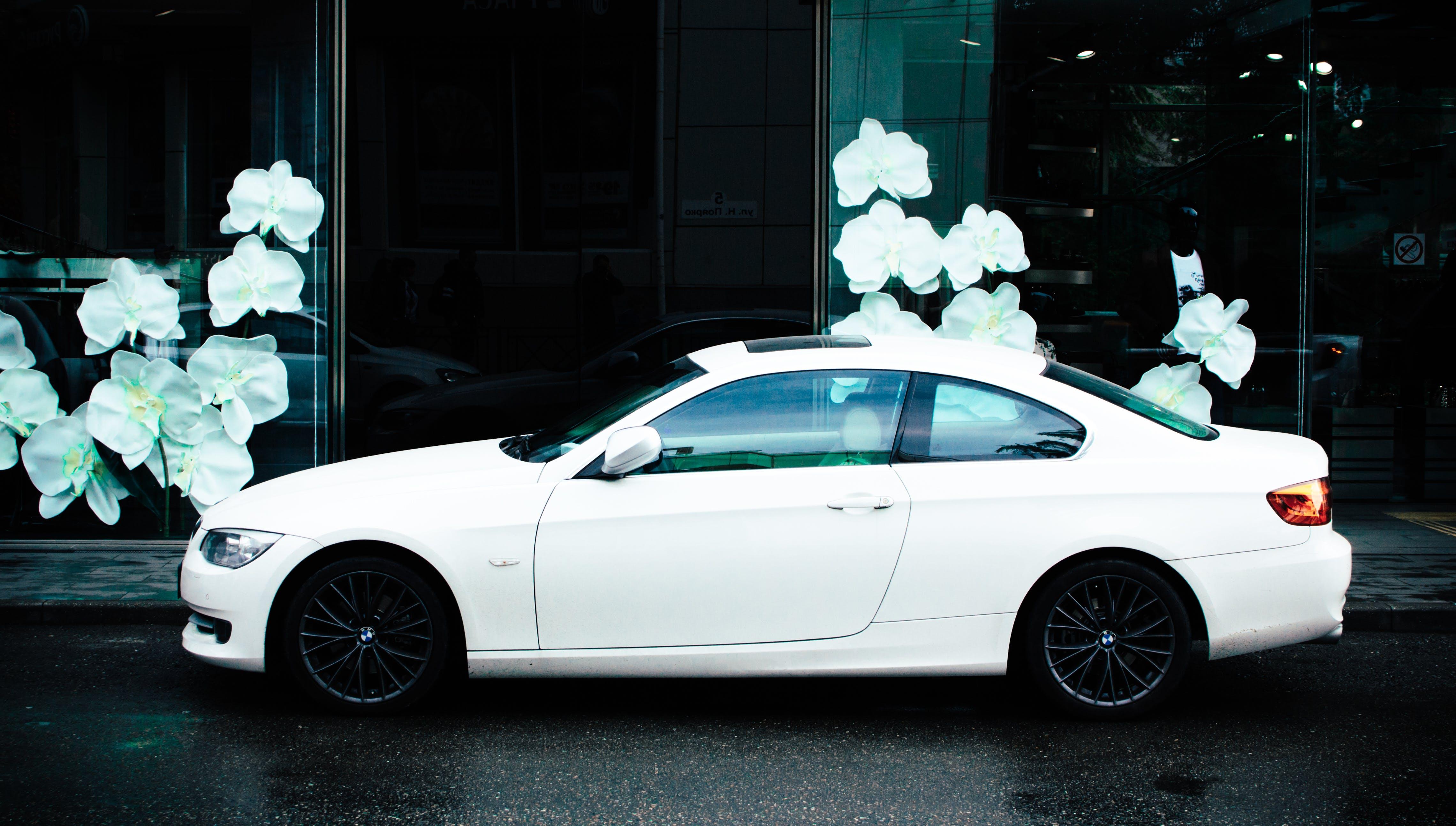 araba, coupe, kaldırım, otomotiv içeren Ücretsiz stok fotoğraf