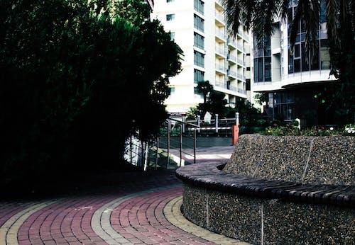 Kostnadsfri bild av anläggning, arkitektur, balkonger, bänk