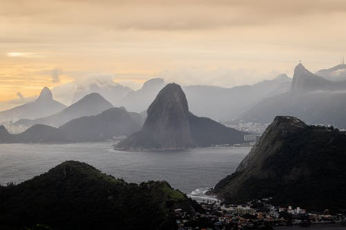 Gratis stockfoto met baai, berg, dageraad