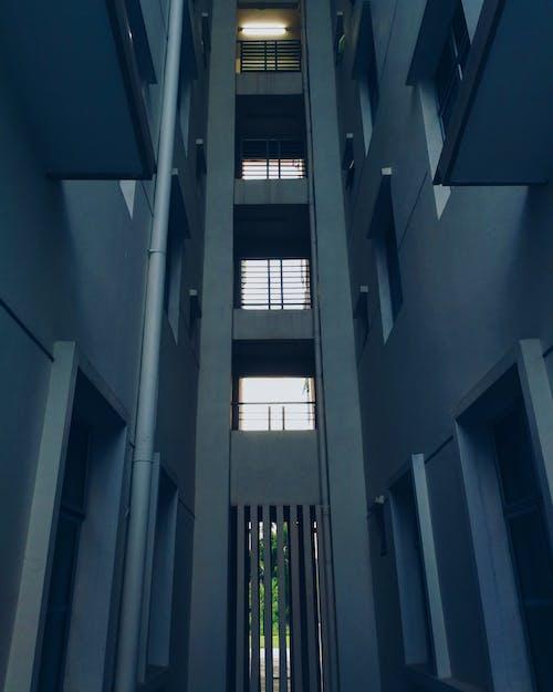 Foto d'estoc gratuïta de alt, arquitectura, articles de vidre, clareja