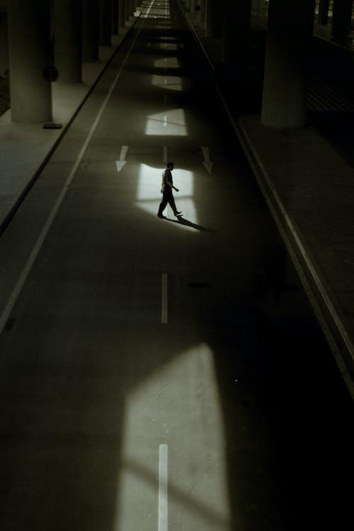 人, 人行道, 側面圖 的 免費圖庫相片