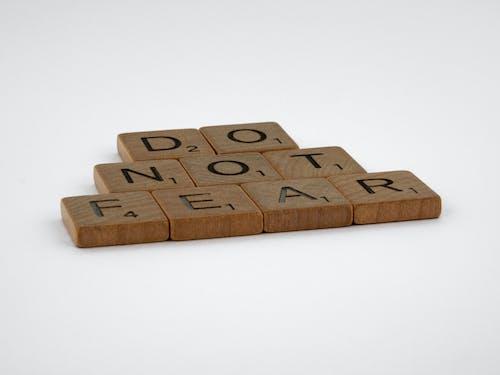 Kostnadsfri bild av bokstäver, brev, scrabble plattor