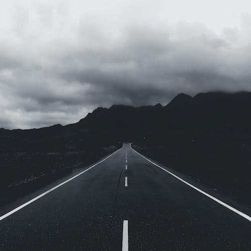 Безкоштовне стокове фото на тему «атмосферний, білі хмари, вертикальні постріл»