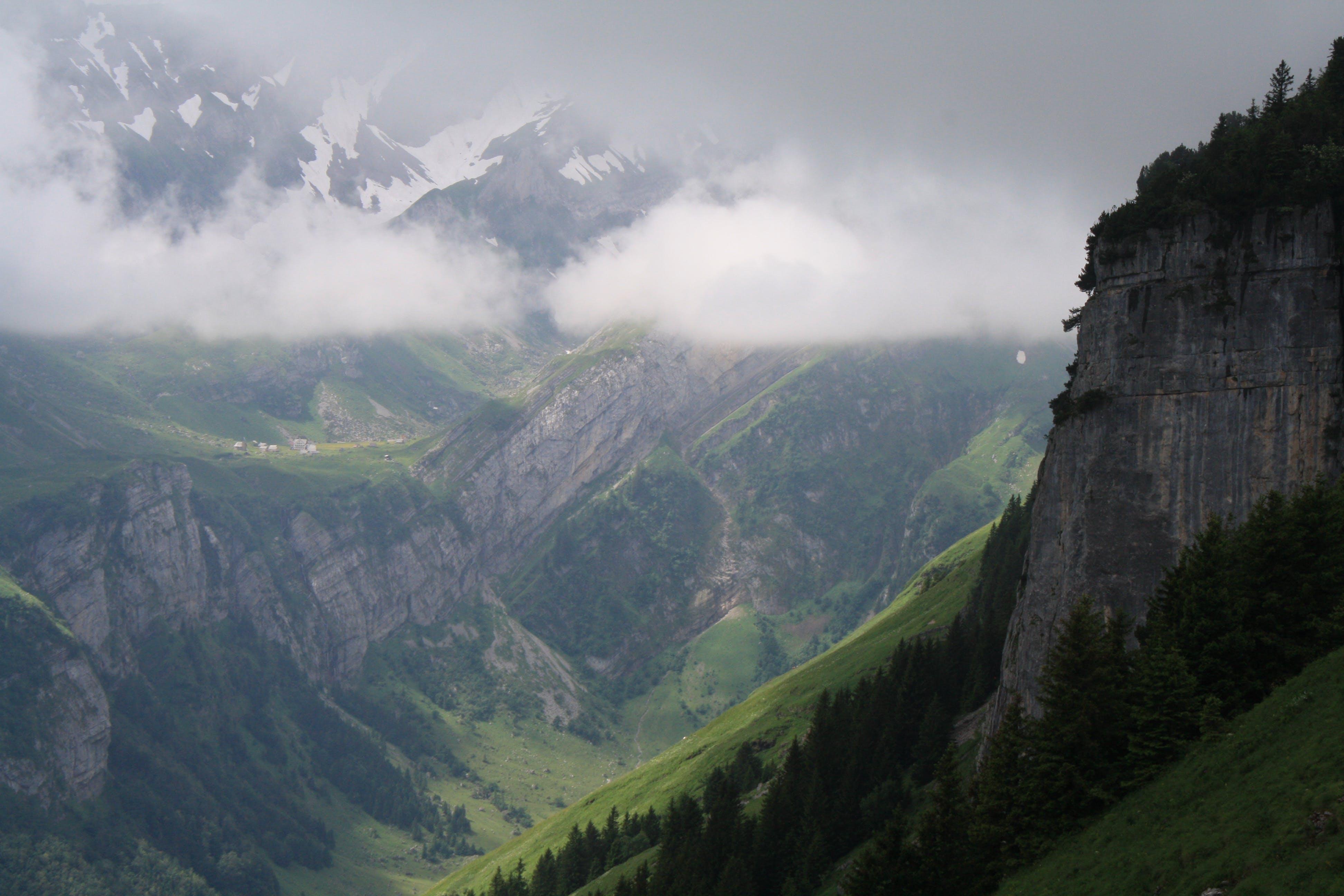 Gratis lagerfoto af bjerge, dal, diset, fugleperspektiv
