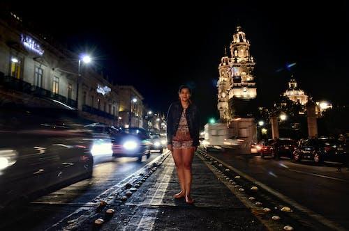 Photos gratuites de cathédrale, jambes, jeune fille, rue