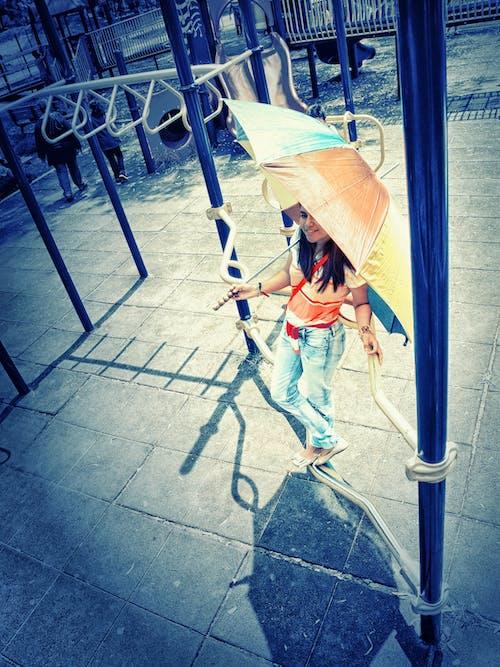 Photos gratuites de ami, génial, jeune fille, parapluie