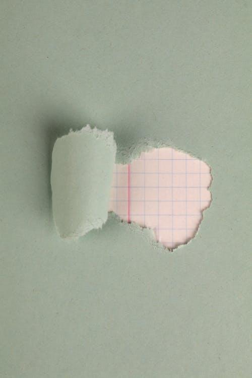 Fotobanka sbezplatnými fotkami na tému kockovaný papier, roztrhaný papier, roztrhnutý papier