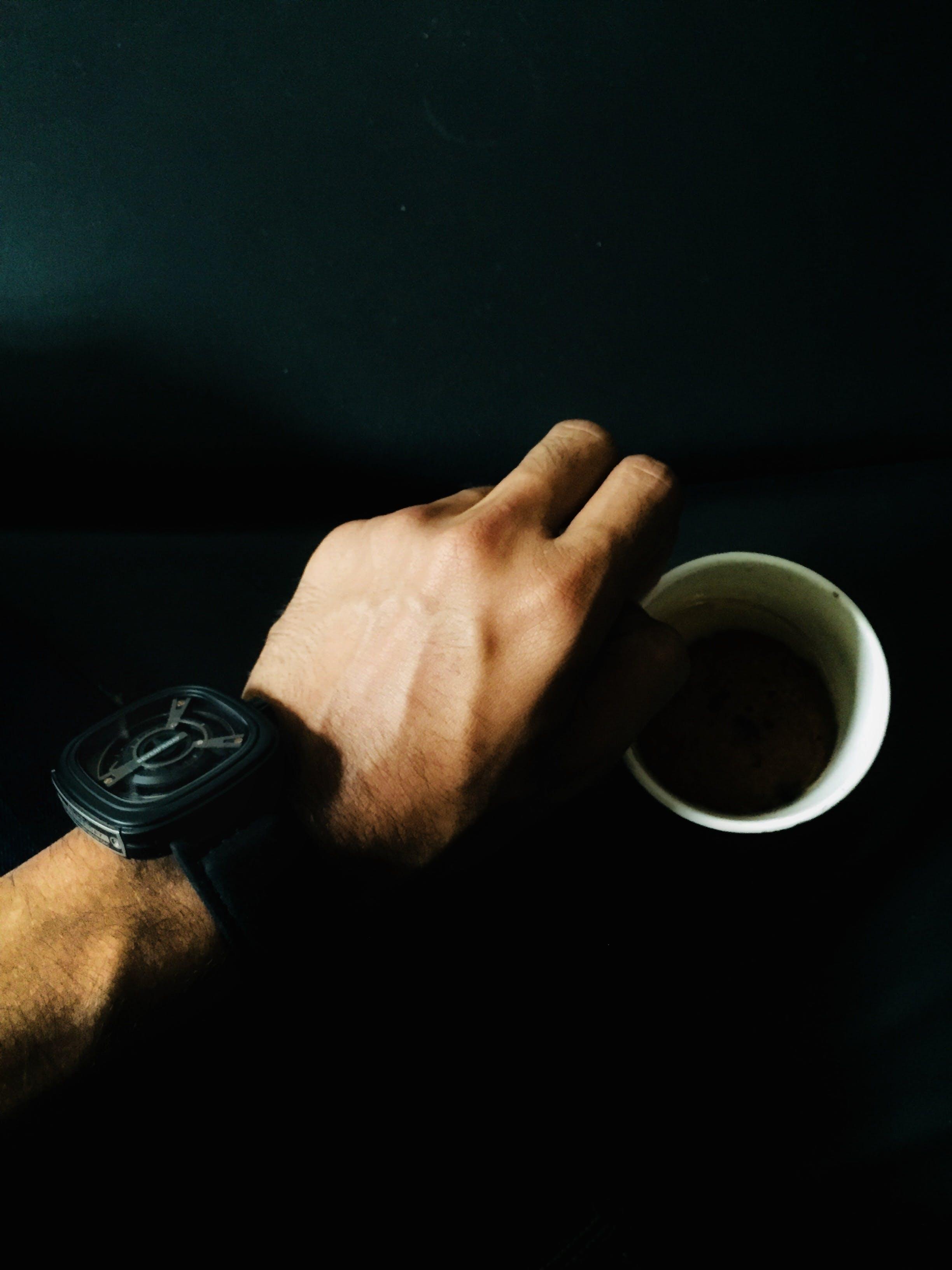 Gratis arkivbilde med armbåndsur, drikke, espresso, hånd