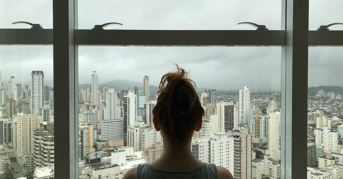 Месяц, картинки женщина у окна со спины