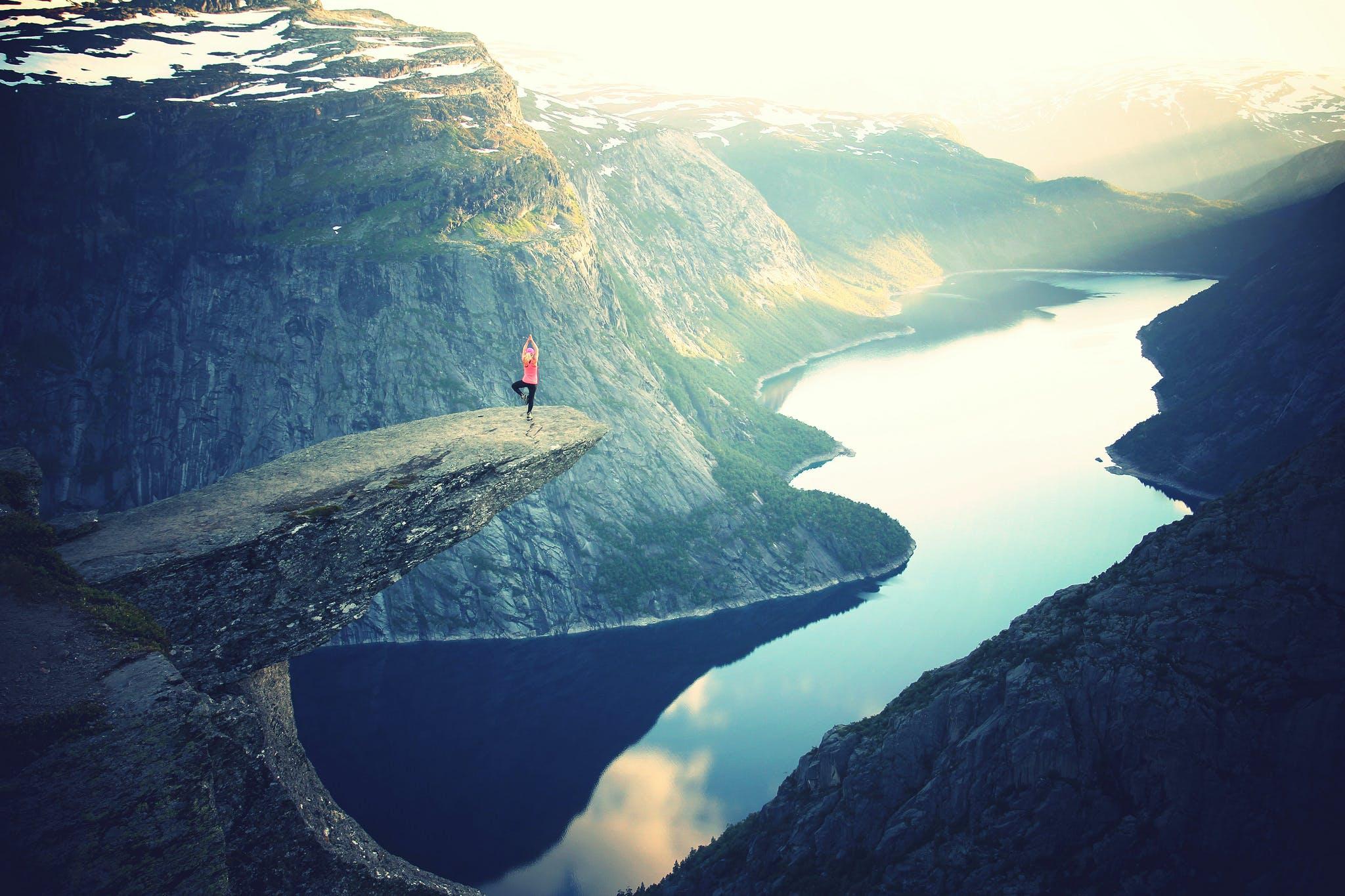 Fotos de stock gratuitas de acantilado, actitud, aventura, balance