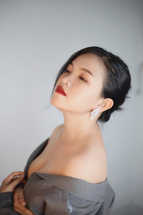 Asian woman with bare shoulders in gray shirt
