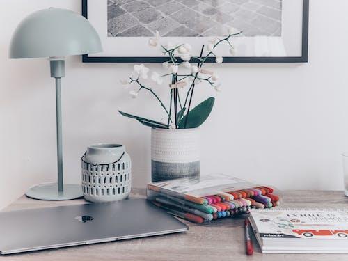 填色本, 彩色筆, 書桌 的 免费素材图片