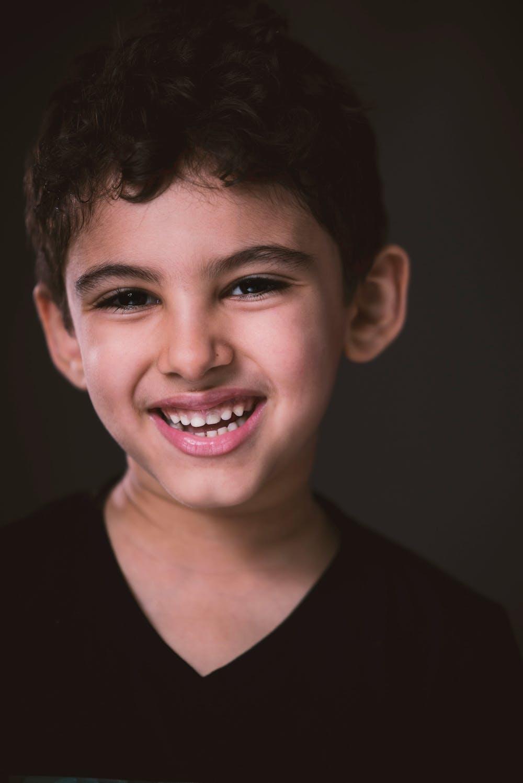 Cute boy smiling   Photo: Pexels