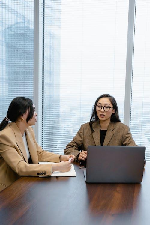Kostenloses Stock Foto zu arbeit, asiatische frauen, büro