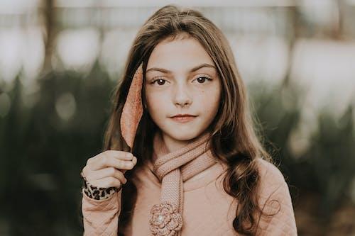 10대, 10대의, 곱슬머리의 무료 스톡 사진