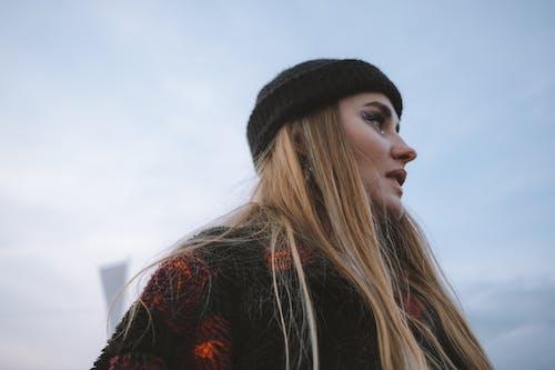 Δωρεάν στοκ φωτογραφιών με αισθητικός, γυναίκα, κοιτάζω μακριά