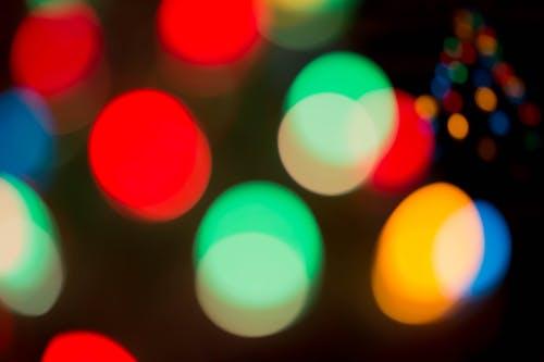 Δωρεάν στοκ φωτογραφιών με πολύχρωμος, Χριστουγεννιάτικα λαμπάκια
