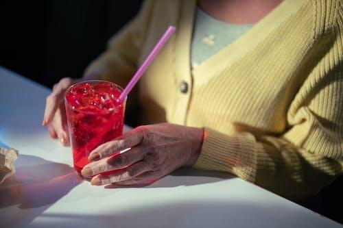Ilmainen kuvapankkikuva tunnisteilla juoma, kädet, lähikuva