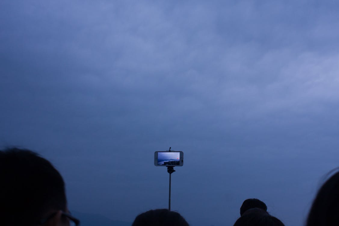 Kostnadsfri bild av blå himmel, selfie